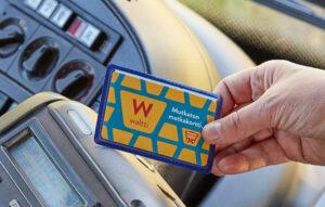 Voit maksaa bussissa myös Waltti-matkakortilla.