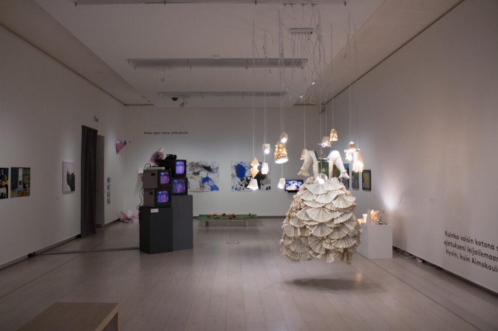 Juhlanäyttely Ihme Hämeenlinnan taidemuseossa 2016-2017