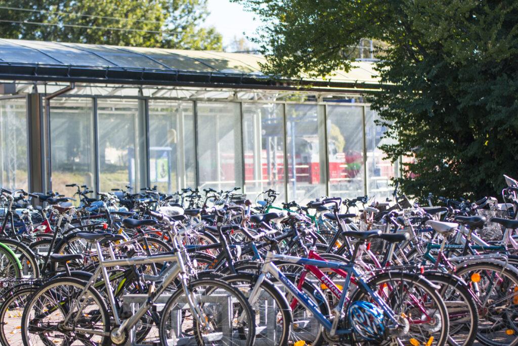 Hämeenlinnan rautatieaseman polkupyöräpaikoitus
